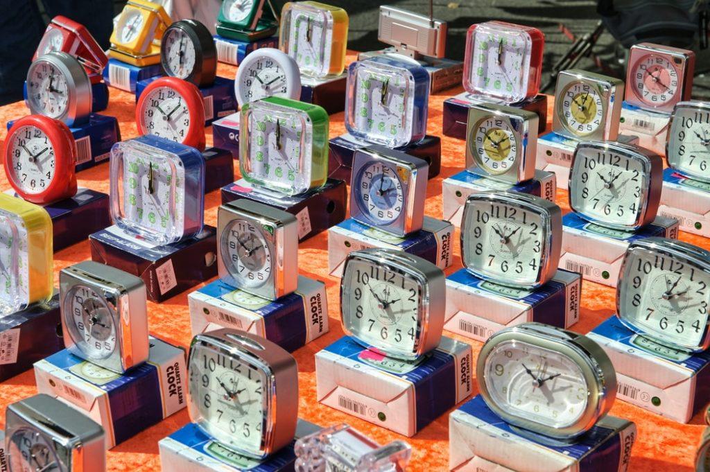La temps est celui de l'horloge mais aussi de la bibliographie de la personne.